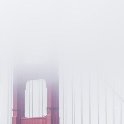 SAN FRANCISCO GOLDEN GATE DANS LE FOG
